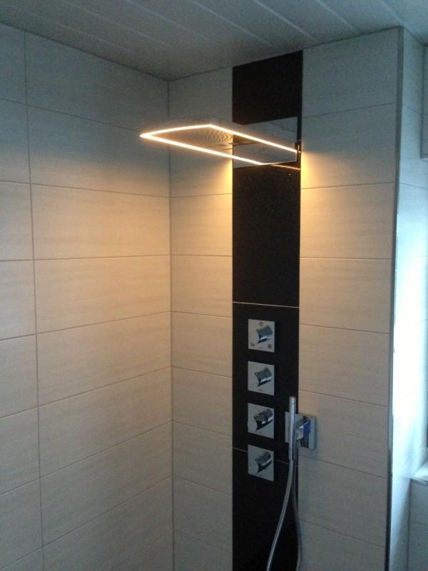 Dusche mit Licht